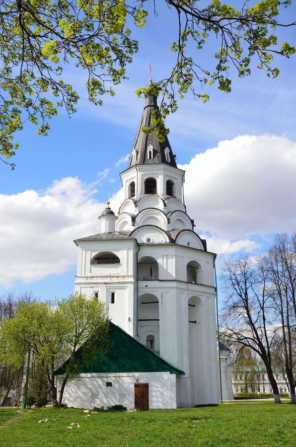 Tour d'?glise-cloche de Raspyatskaya dans Aleksandrovskaya Sloboda, r?gion de Vladimir, anneau d'or de la Russie photos libres de droits