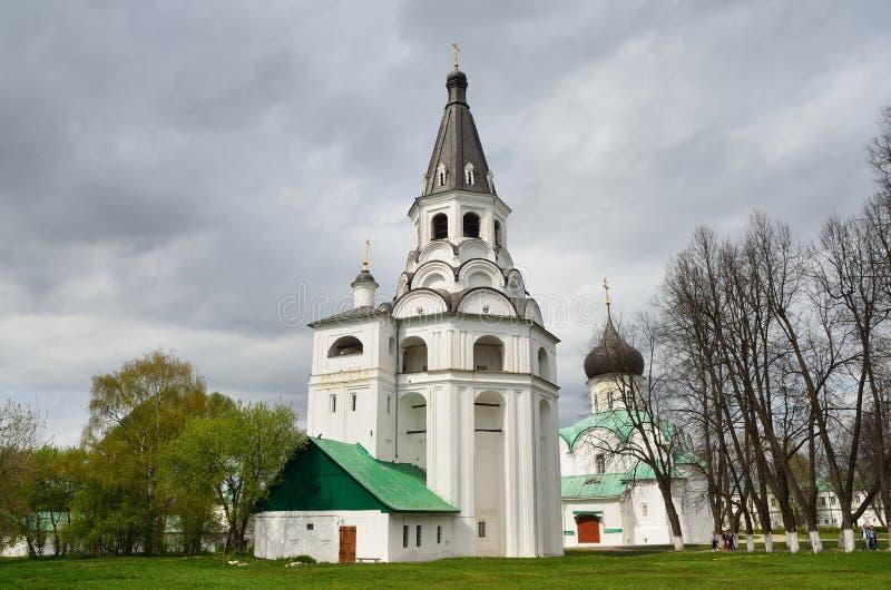 Tour d'?glise-cloche de Raspyatskaya dans Aleksandrovskaya Sloboda, r?gion de Vladimir, anneau d'or de la Russie photos stock