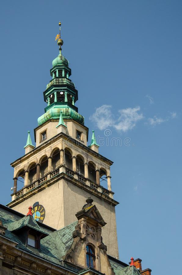 Tour d'hôtel de ville avec l'horloge dans Klodzko, Silésie inférieure, Pologne image libre de droits