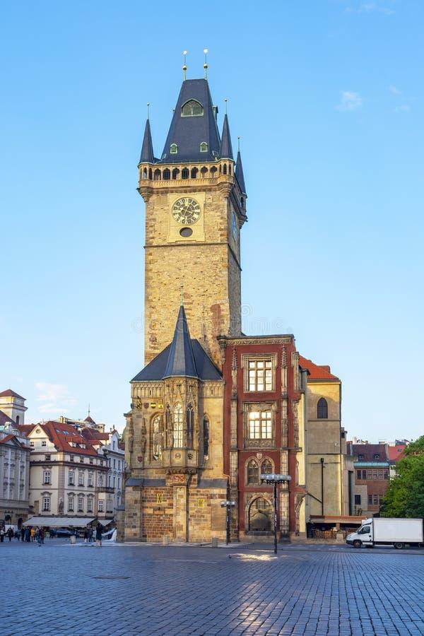 Tour d'Hôtel de Ville sur la vieille place, Prague, République Tchèque photographie stock libre de droits