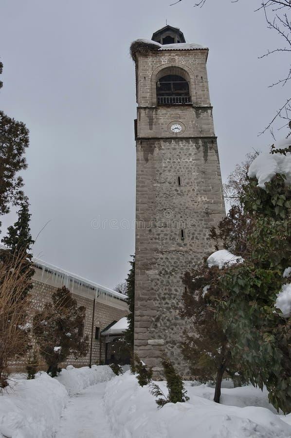 Tour d'horloge à l'église dans la ville de Bansko image libre de droits