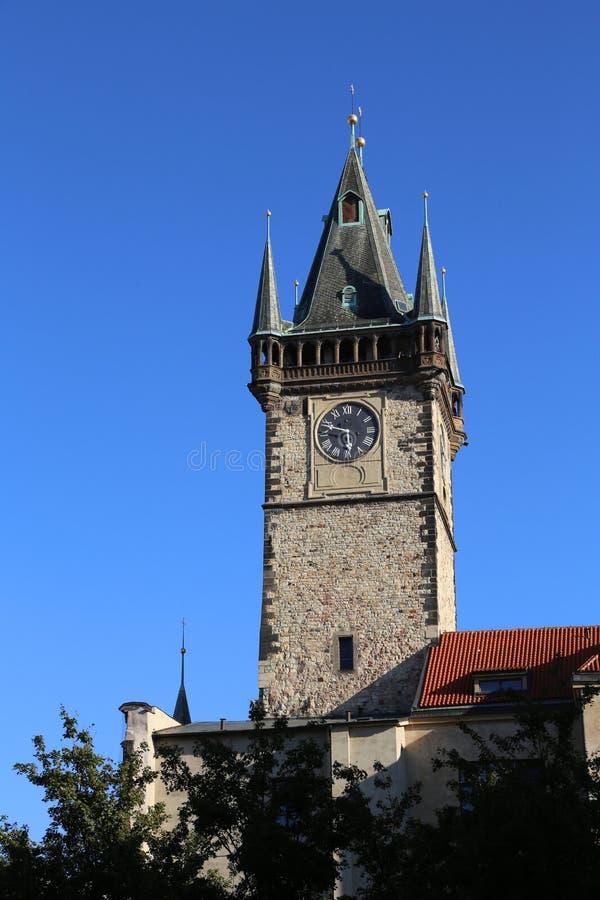 Tour d'horloge antique dans la ville de Prague images libres de droits