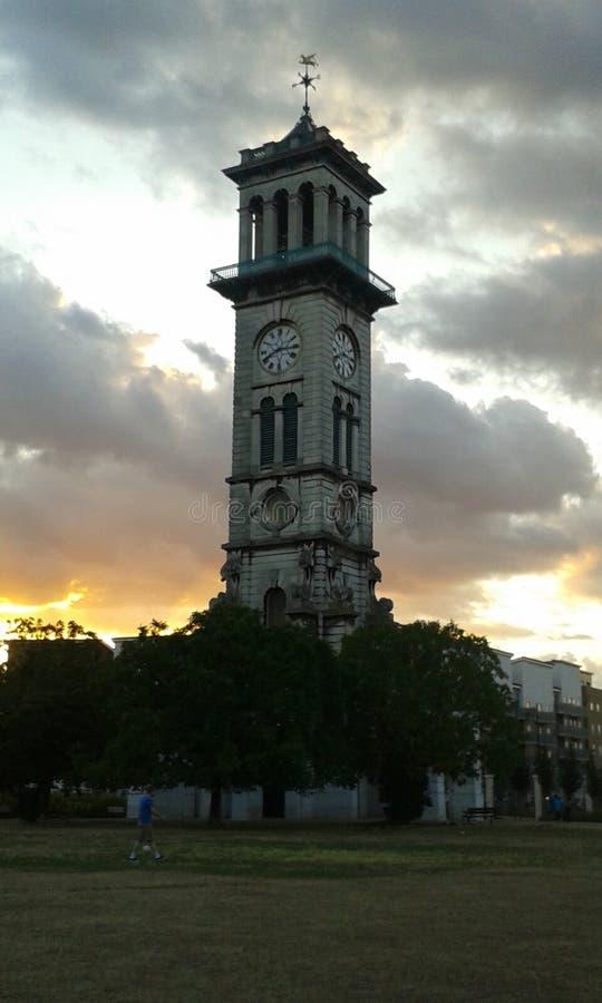 Tour d'horloge calédonienne du marché de route images stock