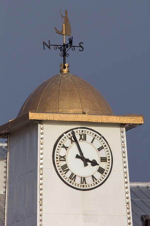 Tour d'horloge classique avec la palette de temps photo libre de droits
