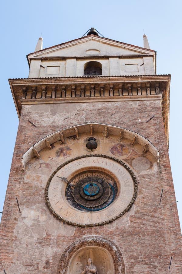 Tour d'horloge d'orologio de ` de vallon de Torre dans la ville de Mantua photo stock