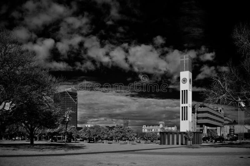 Tour d'horloge dans la place au nord de Palmerston contre un clo photos stock