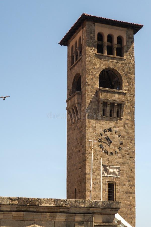 Tour d'horloge dans la vieille ville de Rhodes images stock