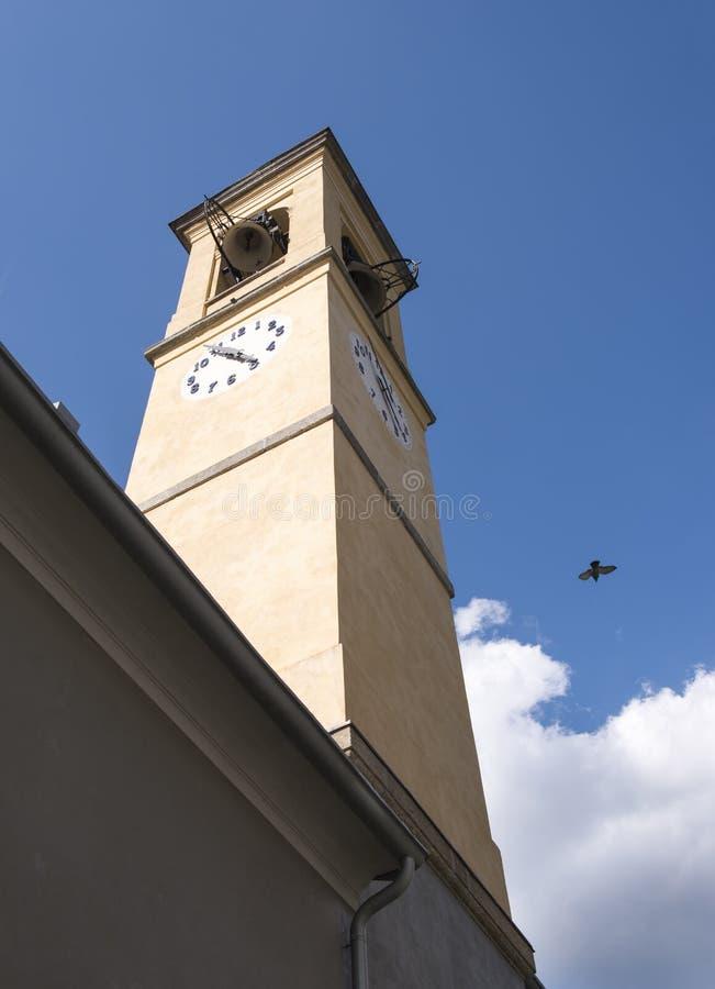 Tour d'horloge de basilique dans Como Italie image libre de droits