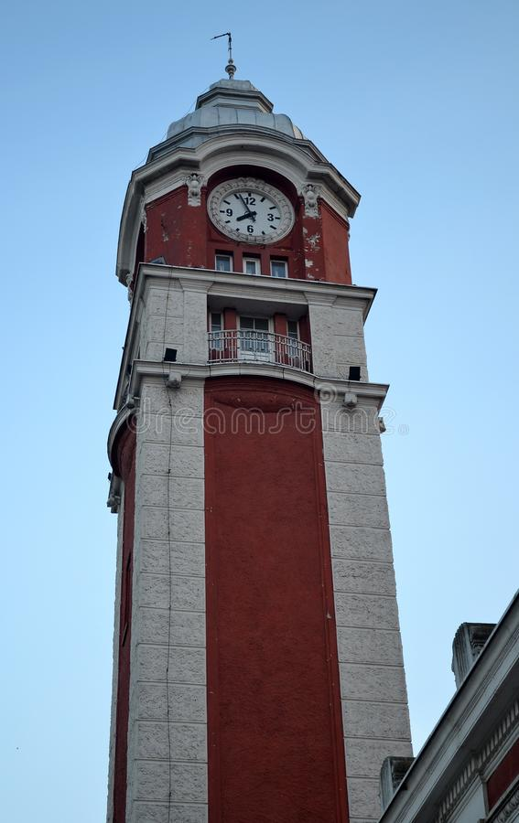 Tour d'horloge de gare ferroviaire à Varna image libre de droits