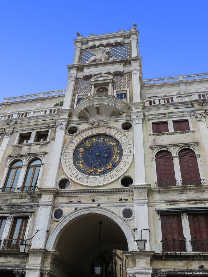 Tour d'horloge de zodiaque de place du ` s de St Mark photos stock