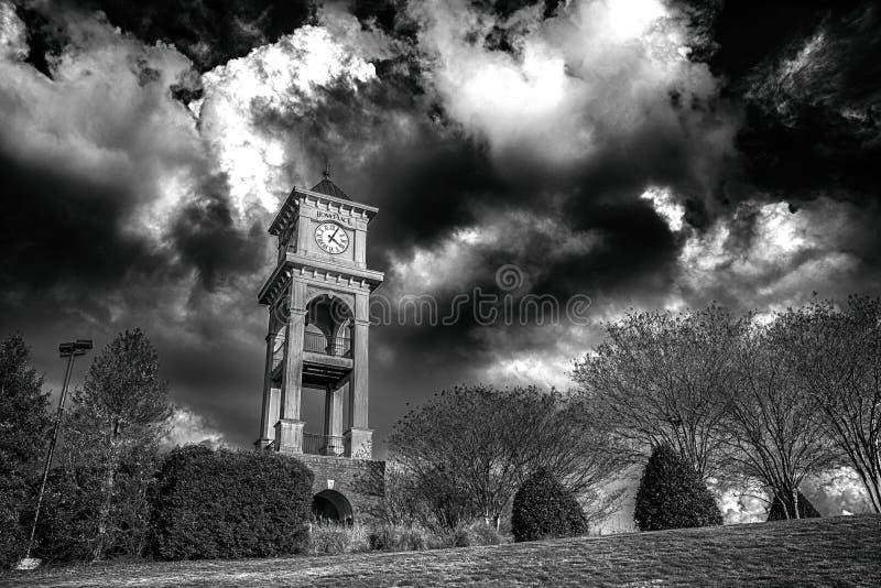 Tour d'horloge dramatique de Homeplace images libres de droits