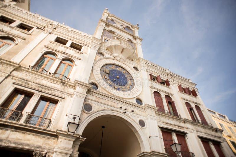 Tour d'horloge du ` s de St Mark à Venise sur Piazza San Marco photo stock
