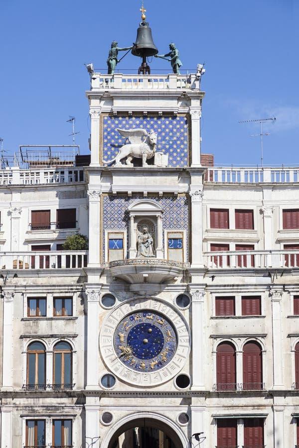 Tour d'horloge du ` s de St Mark - Piazza San Marco à Venise images stock
