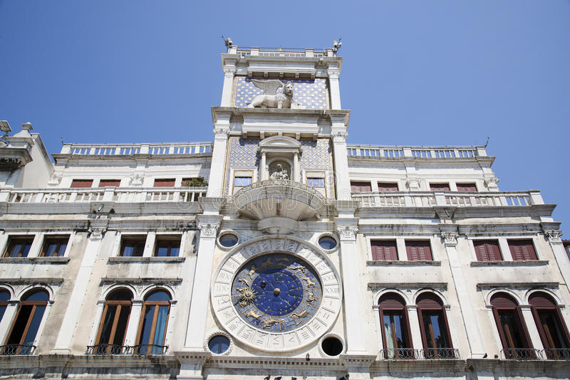 Tour d'horloge du ` s de St Mark - Piazza San Marco à Venise Venise, Vene images stock