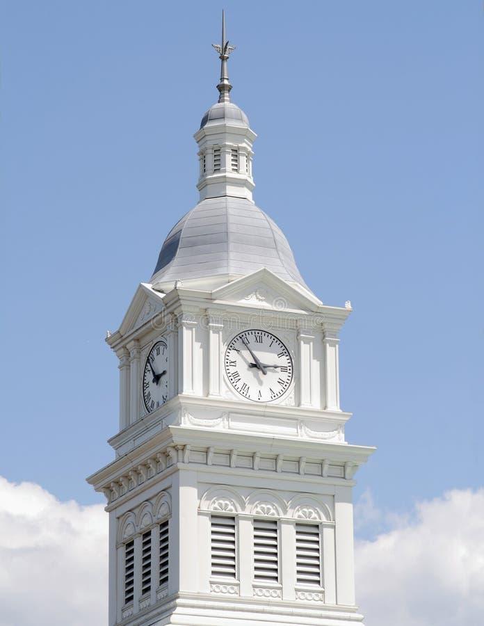 Tour d'horloge historique d'église image stock