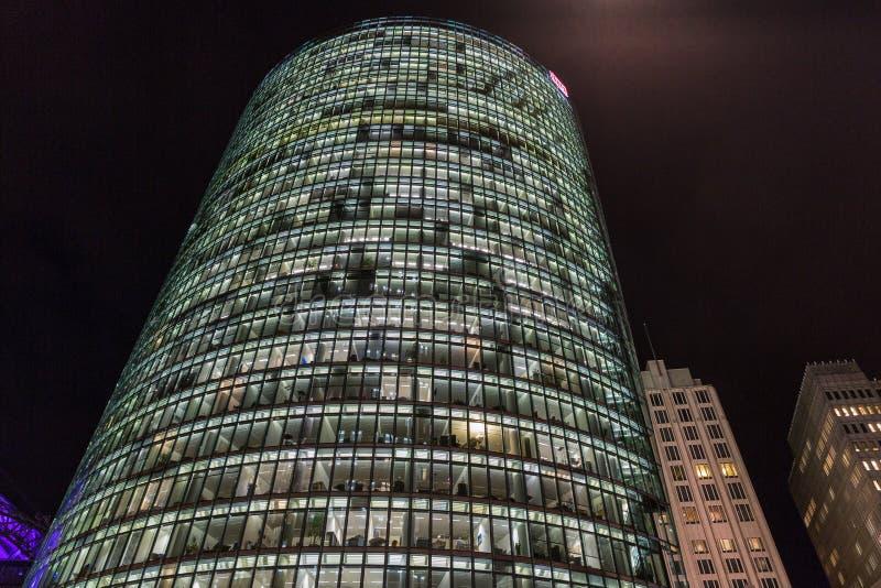 Tour de Bahn de nuit sur Potsdamer Platz à Berlin, Allemagne images libres de droits