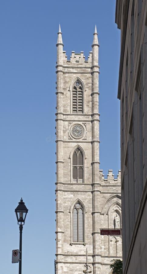 Tour de basilique de Notre-Dame à Montréal photographie stock libre de droits