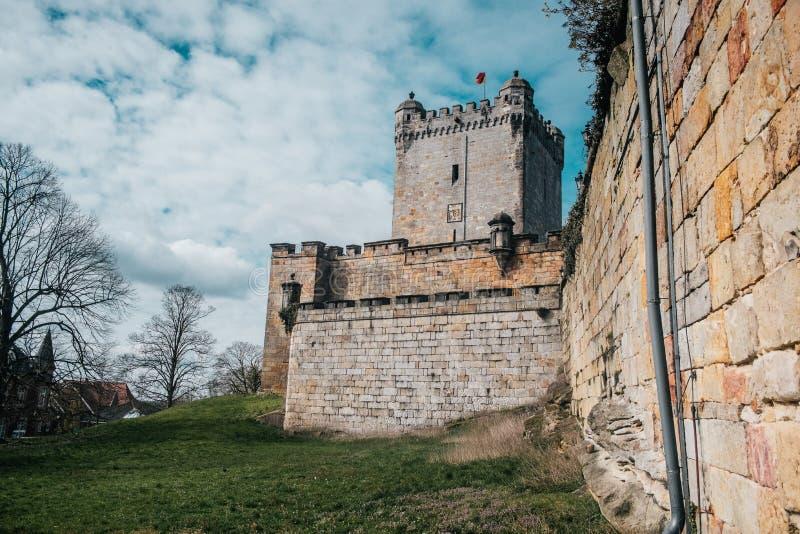 Tour de Batterieturm dans le mur enrichi du ch?teau de Bentheim photographie stock