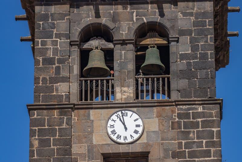 Tour de Bell avec la grande horloge sur le mur dans l'église de la conception impeccable, San Cristobal de La Laguna, Ténérife, E photographie stock