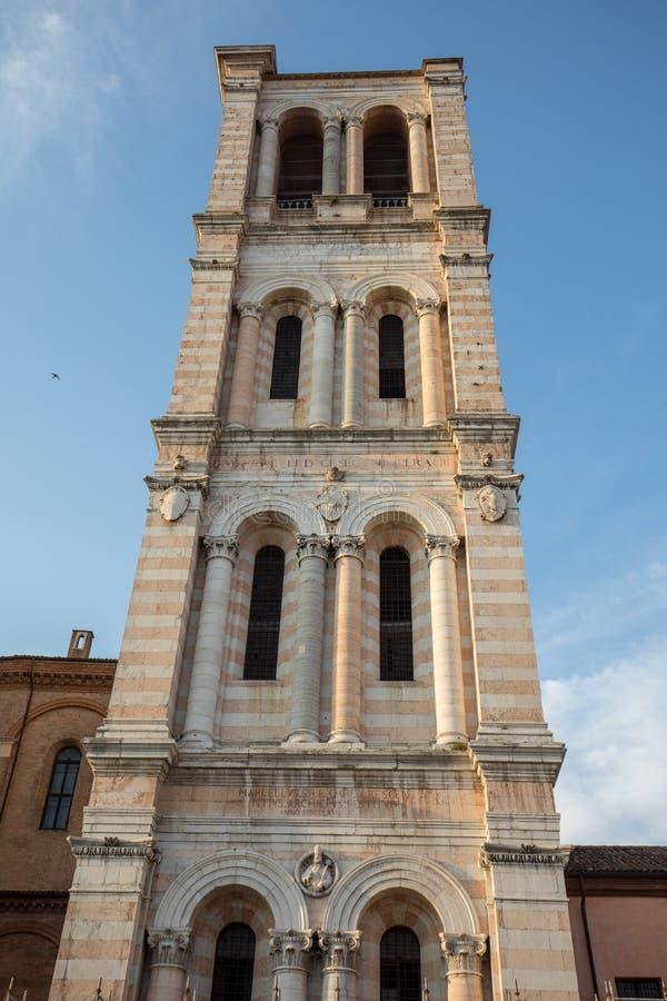 Tour de Bell de cathédrale de San Giorgio, Ferrare, photos stock