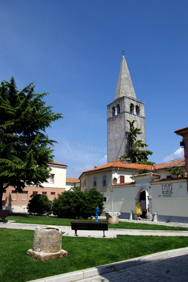 Tour de Bell de basilique d'Euphrasian dans Porec, Croatie images libres de droits