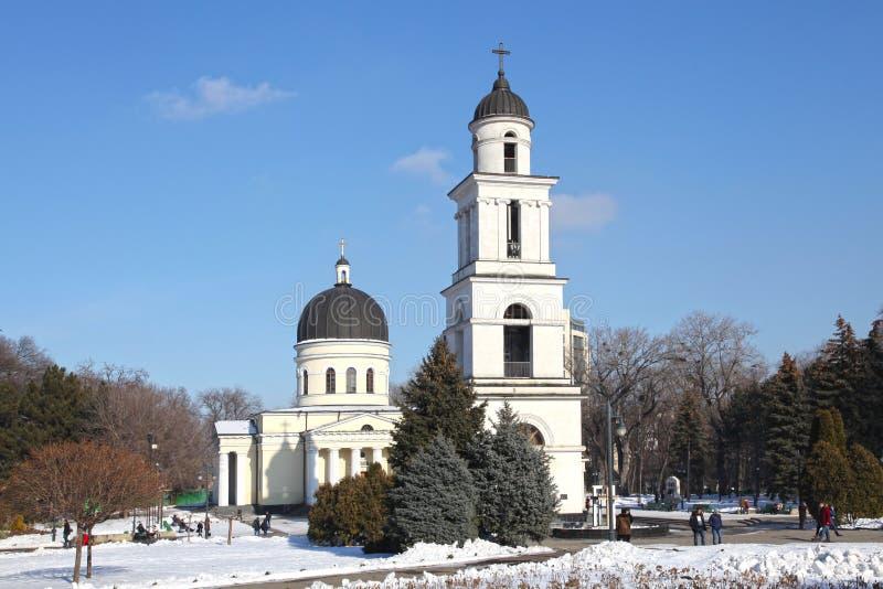 Tour de Bell de cathédrale de nativité à Kishinev ChiÈ™inău Moldau image stock