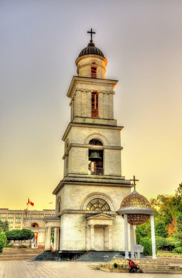 Tour de Bell de la cathédrale de nativité à Chisinau photographie stock