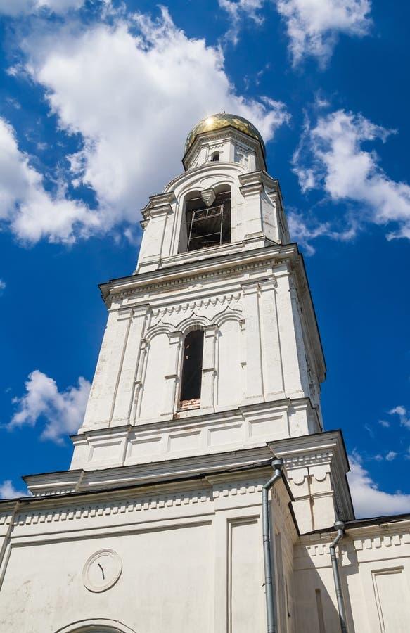 Tour de Bell de St Nicholas Church dans le village de Rogachevo images stock