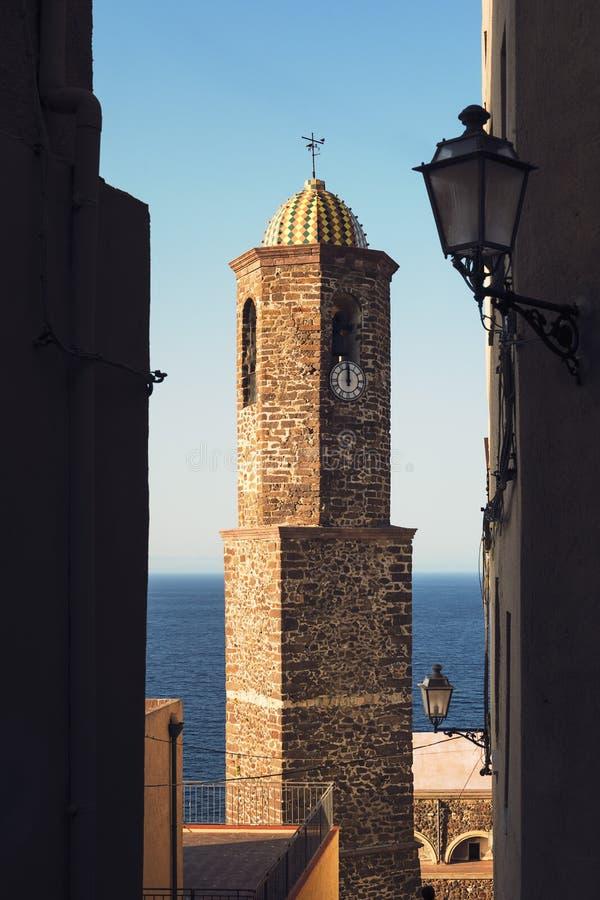 Tour de Bell de l'église de Castelsardo photo stock