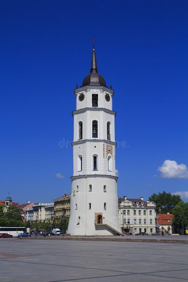 Tour de Bell près de St Stanislaus Cathedral à Vilnius, Lithuanie images stock