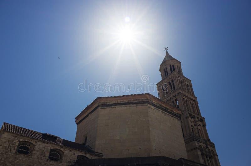 Tour de Bell de saint Domnius Croatie fendue l'Europe de cathédrale images libres de droits