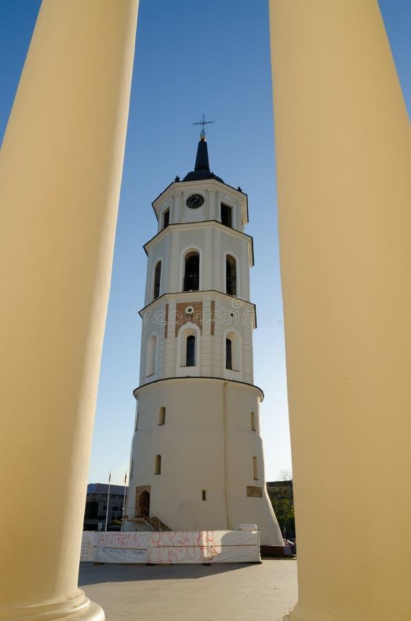 Tour de Bell sur la place de cathédrale à Vilnius. La Lithuanie. images libres de droits