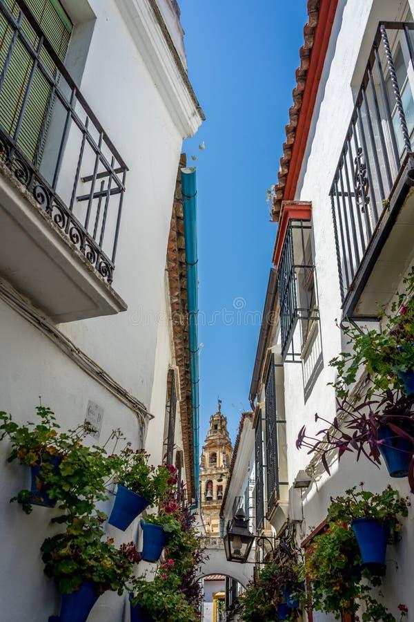 Tour de Bell vue des rues de Cordoue, Espagne, l'Europe, calorie images libres de droits