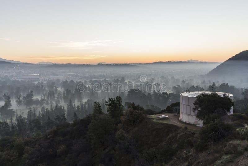 Tour de brouillard moulu et d'eau photographie stock libre de droits