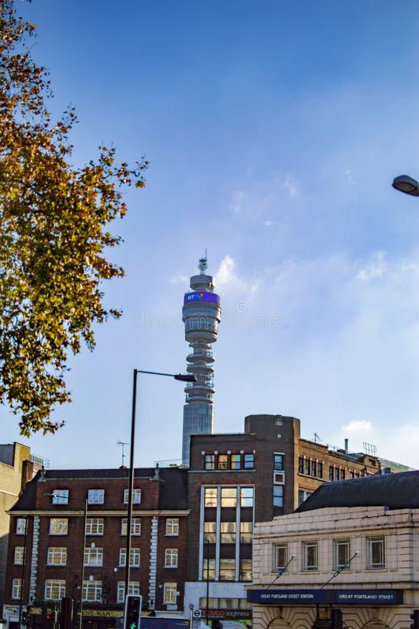Tour de BT à Londres à l'arrière-plan, vue de place trafalgar images libres de droits