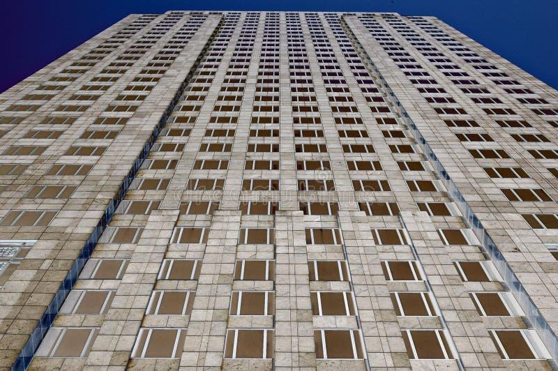 Download Tour de bureau photo stock. Image du bangkok, ciel, symétrique - 735928