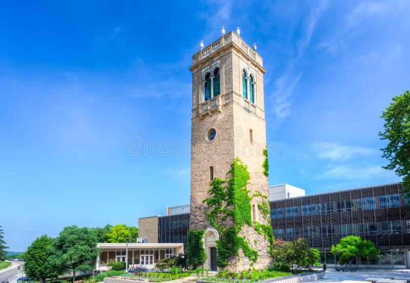 Tour de carillon sur le campus de l'université du Wisconsin-Madi images libres de droits