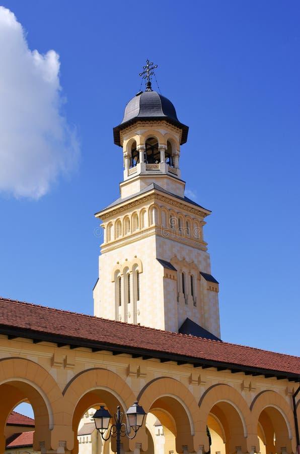 Tour de cathédrale orthodoxe en Alba Iulia, Roumanie images libres de droits