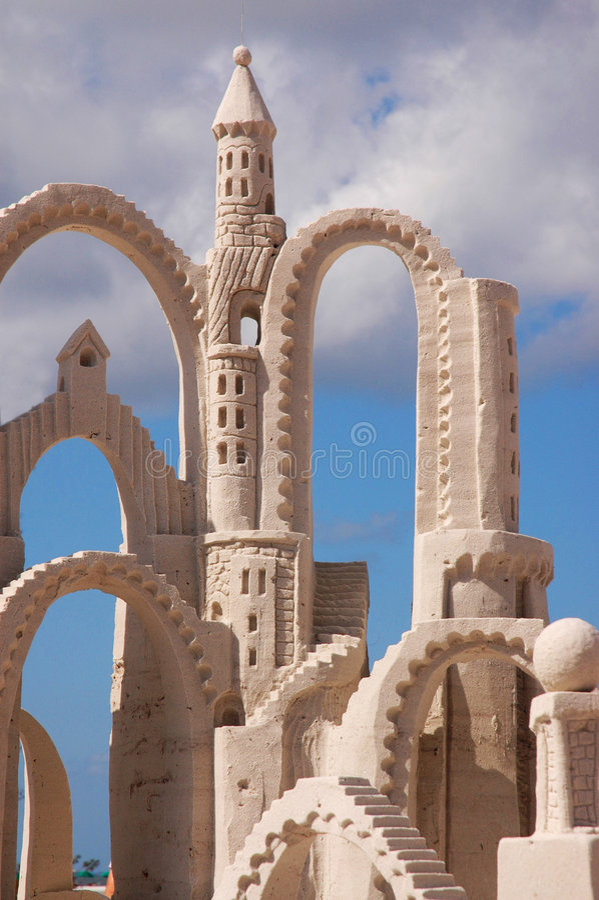 Tour de château de sable images libres de droits