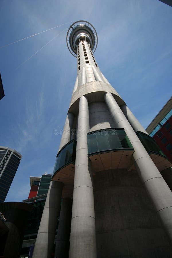 Tour de ciel d'Auckland images libres de droits
