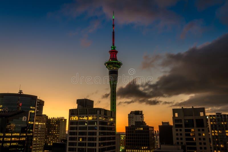 Tour de ciel d'Auckland dans CBD du centre photo stock