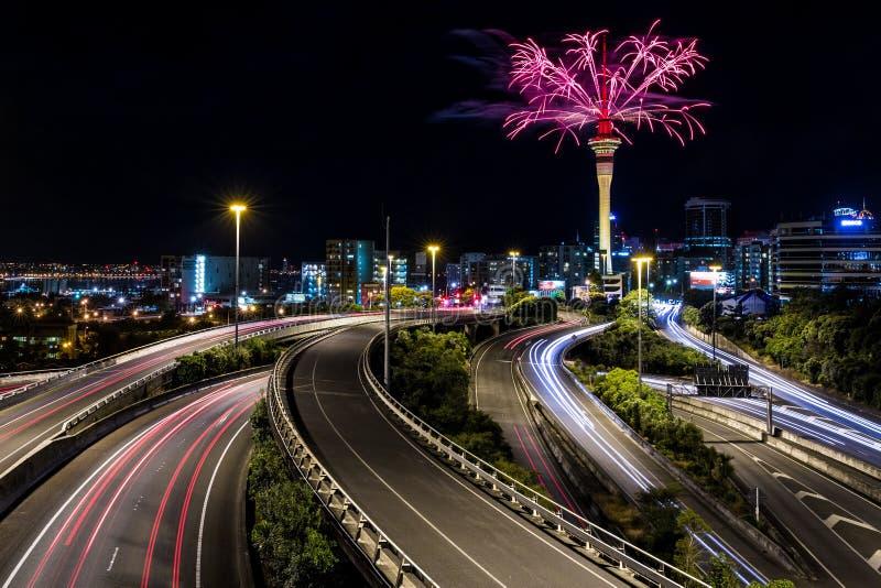 Tour de ciel d'Auckland et jonction de spaghetti | Auckland, NOUVELLE-ZÉLANDE photos libres de droits
