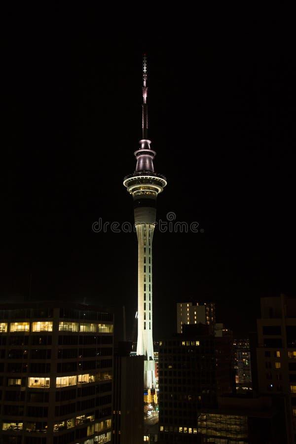 Tour de ciel dans la ville d'Auckland photo stock