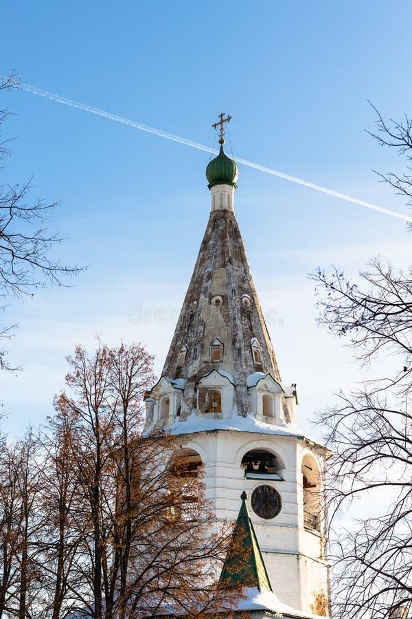 tour de cloche avec l'horloge dans Suzdal Kremlin dans le winte images libres de droits