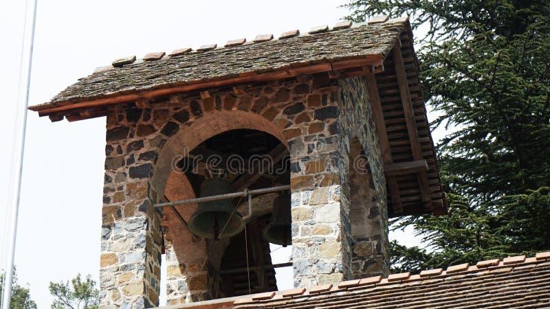 Tour de cloche en pierre en Chypre photo stock