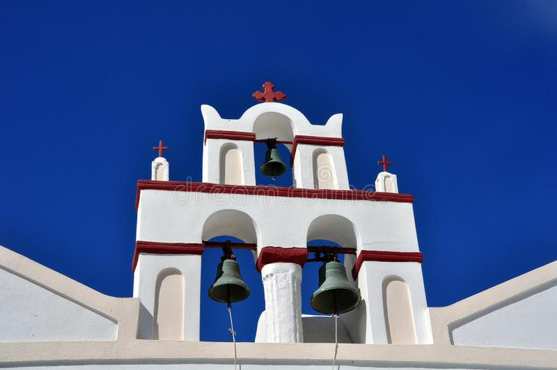 Tour de cloche typique et colorée d'une église orthodoxe grecque images libres de droits