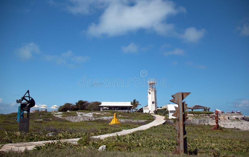 Tour de communication de phare sur la petite île mexicaine d'Isla Mujeres (île des femmes) image libre de droits