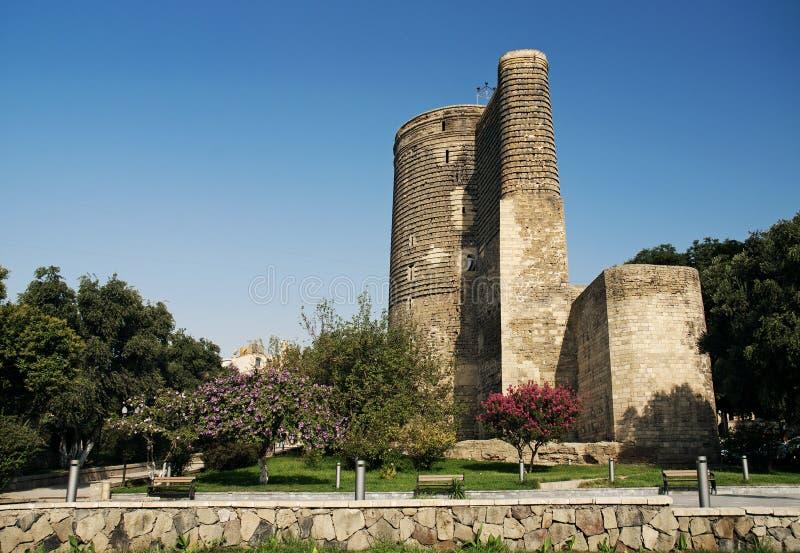 Tour de filles à Bakou Azerbaïdjan photographie stock libre de droits