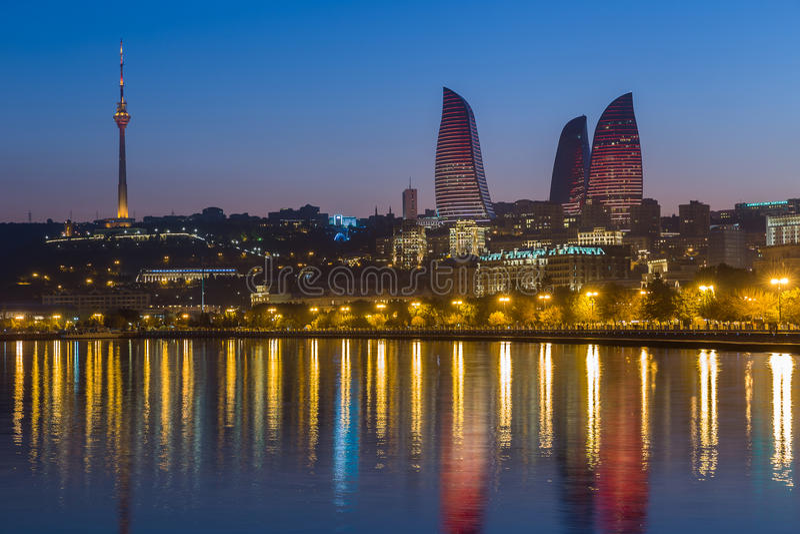 Tour de flamme à Bakou photos libres de droits