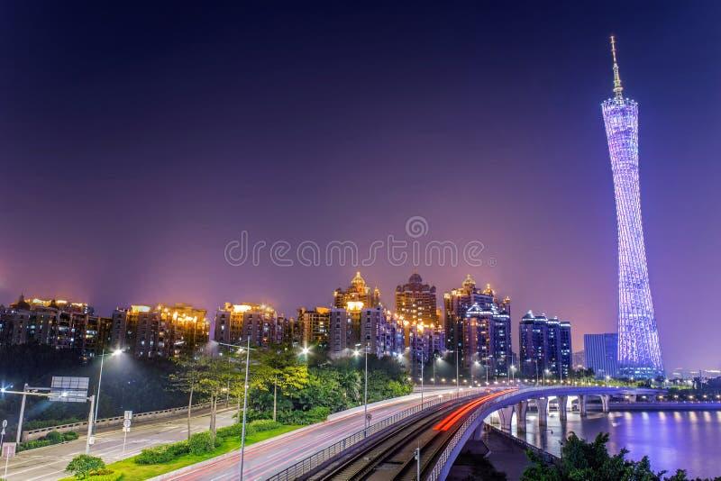 Tour de Guangzhou et voie de tramway images stock
